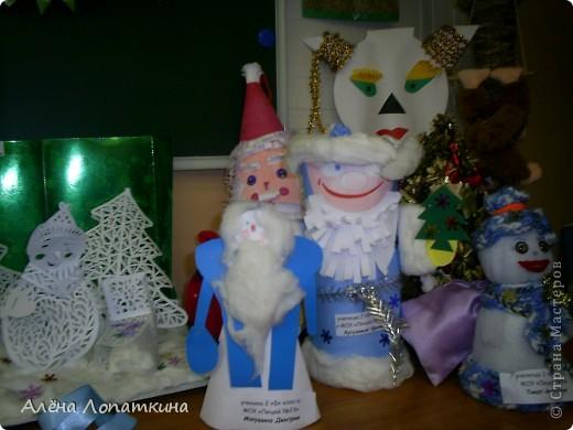 На школьной выставке поделок к Новому году. фото 1