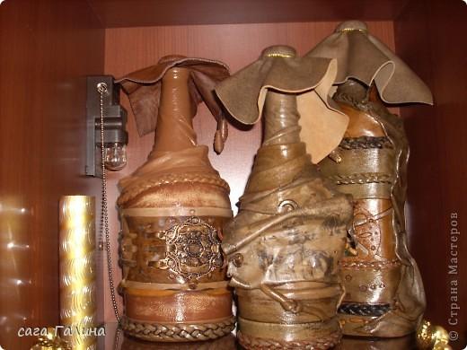 бутылки ,одеты в кожу