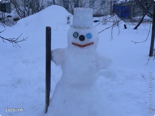 наш с дочкой весёлый снеговичок