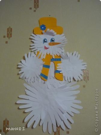 Морозы -30, на улице снеговика не слепишь, и мы слепили его из Сониных, Полиных и моих ладошек. фото 1