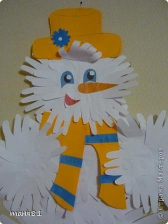 Морозы -30, на улице снеговика не слепишь, и мы слепили его из Сониных, Полиных и моих ладошек. фото 2
