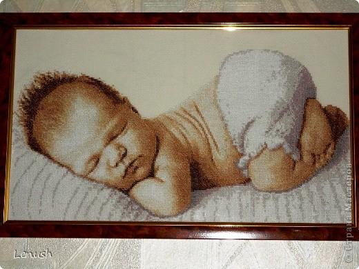 малыш,вышивка крестом,оформлена в багетной мастерской