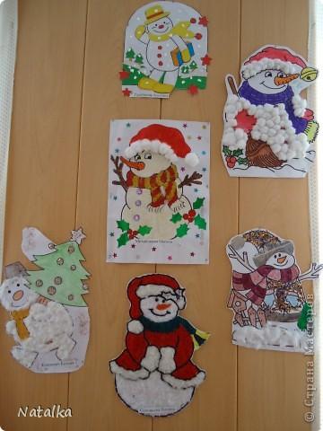 """Детишки, с помощью родителей, """"наряжали"""" снеговиков и их подружек. Снеговиками украсили весь наш класс. фото 2"""