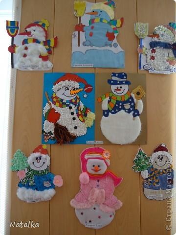 """Детишки, с помощью родителей, """"наряжали"""" снеговиков и их подружек. Снеговиками украсили весь наш класс. фото 1"""