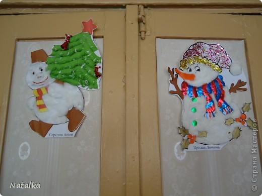 """Детишки, с помощью родителей, """"наряжали"""" снеговиков и их подружек. Снеговиками украсили весь наш класс. фото 5"""