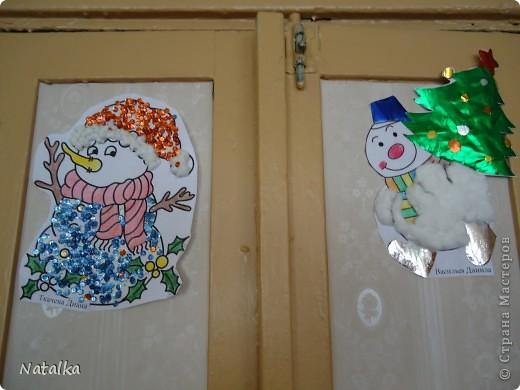 """Детишки, с помощью родителей, """"наряжали"""" снеговиков и их подружек. Снеговиками украсили весь наш класс. фото 4"""