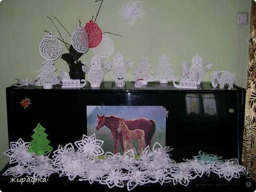 Вот так до вчерашнего дня выглядело пианино дочки. Снежинки дело её рук, ровно 35 штук. фото 1