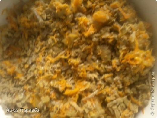 Для приготовления такого салата нам потребуется: грамм 700-900 печени свинной,  5 луковиц (можно больше или меньше-на ваш вкус)  3 маркови (у меня заранее заготовленная и замороженная)  соль майонез и любая приправка-не острая фото 7