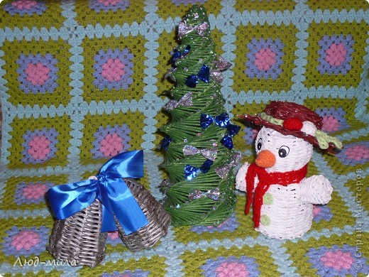 Рождественский венок. Украшен лентами, пайетками, фигурками из соленого теста. фото 7