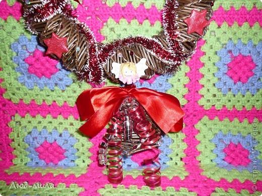 Рождественский венок. Украшен лентами, пайетками, фигурками из соленого теста. фото 2
