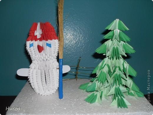 Снеговик у ёлочки - это поделка прошлого года фото 1