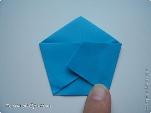 Этот додекаэдр придумал Дейв Брилл. Для работы потребуется три или четыре листа формата А4. Каждый из этих листов следует разрезать на четыре равные части. Вследствие этого получится 12 маленьких листочков с теми же пропорциями сторон, как и у исходных листов. Из них надо сложить 12 одинаковых модулей и собрать их вместе. Так как модулей 12, как и месяцев в году, логичным будет использовать эту конструкцию в качестве календаря. Модель кролика придумана Эдвином Кови. Так как 2011 год – год белого кролика, то для складывания был выбран именно этот цвет. Данная модель зверька была сложена из цветного листа с одной стороны и белой с другой. Несмотря на то, что на поверхности оказывается цветным только  хвостик, цвет с обратной стороны добавит фигурке более отчетливый контур по краям.    фото 10