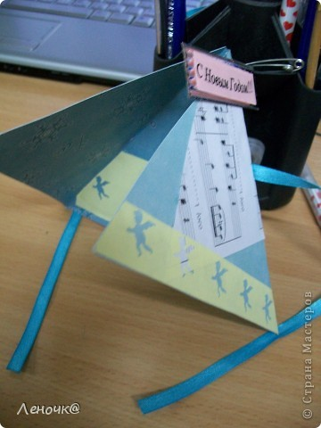 вот такая вот повторюша, идея - es-denol: https://stranamasterov.ru/node/123321?tid=311 правда я сделала открытку из двух треугольников, склеенных вместе фото 2