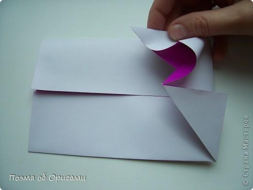 Этот додекаэдр придумал Дейв Брилл. Для работы потребуется три или четыре листа формата А4. Каждый из этих листов следует разрезать на четыре равные части. Вследствие этого получится 12 маленьких листочков с теми же пропорциями сторон, как и у исходных листов. Из них надо сложить 12 одинаковых модулей и собрать их вместе. Так как модулей 12, как и месяцев в году, логичным будет использовать эту конструкцию в качестве календаря. Модель кролика придумана Эдвином Кови. Так как 2011 год – год белого кролика, то для складывания был выбран именно этот цвет. Данная модель зверька была сложена из цветного листа с одной стороны и белой с другой. Несмотря на то, что на поверхности оказывается цветным только  хвостик, цвет с обратной стороны добавит фигурке более отчетливый контур по краям.    фото 21