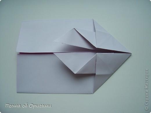 Этот додекаэдр придумал Дейв Брилл. Для работы потребуется три или четыре листа формата А4. Каждый из этих листов следует разрезать на четыре равные части. Вследствие этого получится 12 маленьких листочков с теми же пропорциями сторон, как и у исходных листов. Из них надо сложить 12 одинаковых модулей и собрать их вместе. Так как модулей 12, как и месяцев в году, логичным будет использовать эту конструкцию в качестве календаря. Модель кролика придумана Эдвином Кови. Так как 2011 год – год белого кролика, то для складывания был выбран именно этот цвет. Данная модель зверька была сложена из цветного листа с одной стороны и белой с другой. Несмотря на то, что на поверхности оказывается цветным только  хвостик, цвет с обратной стороны добавит фигурке более отчетливый контур по краям.    фото 26