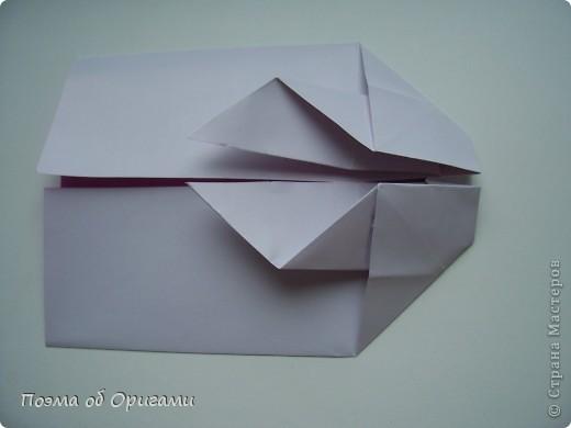 Этот додекаэдр придумал Дейв Брилл. Для работы потребуется три или четыре листа формата А4. Каждый из этих листов следует разрезать на четыре равные части. Вследствие этого получится 12 маленьких листочков с теми же пропорциями сторон, как и у исходных листов. Из них надо сложить 12 одинаковых модулей и собрать их вместе. Так как модулей 12, как и месяцев в году, логичным будет использовать эту конструкцию в качестве календаря. Модель кролика придумана Эдвином Кови. Так как 2011 год – год белого кролика, то для складывания был выбран именно этот цвет. Данная модель зверька была сложена из цветного листа с одной стороны и белой с другой. Несмотря на то, что на поверхности оказывается цветным только  хвостик, цвет с обратной стороны добавит фигурке более отчетливый контур по краям.    фото 28