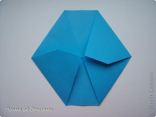 Этот додекаэдр придумал Дейв Брилл. Для работы потребуется три или четыре листа формата А4. Каждый из этих листов следует разрезать на четыре равные части. Вследствие этого получится 12 маленьких листочков с теми же пропорциями сторон, как и у исходных листов. Из них надо сложить 12 одинаковых модулей и собрать их вместе. Так как модулей 12, как и месяцев в году, логичным будет использовать эту конструкцию в качестве календаря. Модель кролика придумана Эдвином Кови. Так как 2011 год – год белого кролика, то для складывания был выбран именно этот цвет. Данная модель зверька была сложена из цветного листа с одной стороны и белой с другой. Несмотря на то, что на поверхности оказывается цветным только  хвостик, цвет с обратной стороны добавит фигурке более отчетливый контур по краям.    фото 6