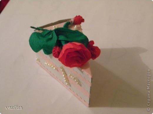 кусочек тортика с материальной помощью внутри....))) Так бы и съела.... фото 1