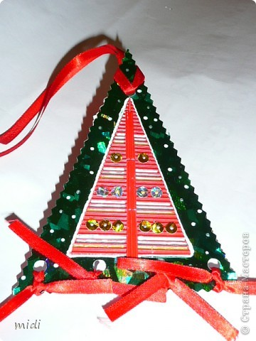 Новый год не за горами. Все выходные усиленно готовились. Делали открытки  для всех одноклассников дочери. А их ведь 30 штук!!! Открытки в корзинке, которая чуть позже тоже пойдет на подарок. фото 26