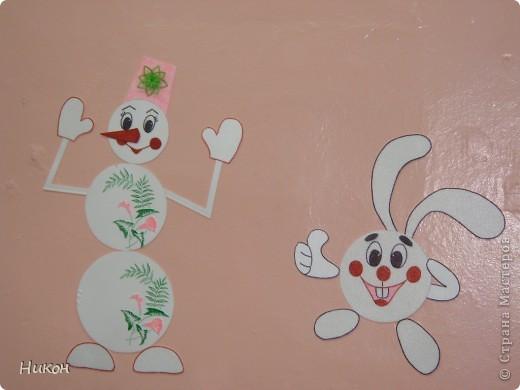 Снеговик у ёлочки - это поделка прошлого года фото 4