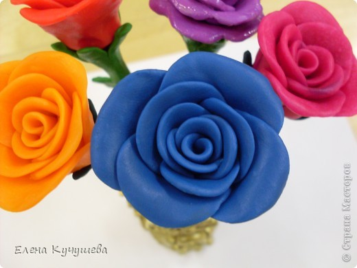 В первый раз попробовала лепить розы из пластилина. фото 3