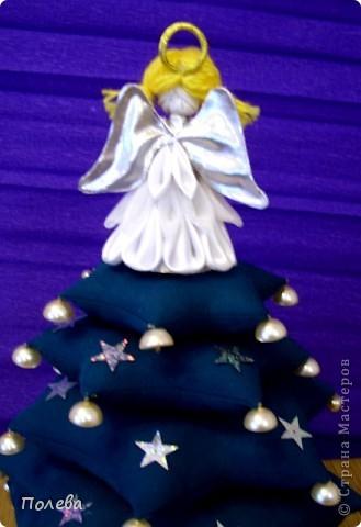 Скоро Рождество, и мы с ребятами, конечно же, делаем к празднику разных-разных ангелочков. Освоили новую для нас технику - канзаши, и теперь применяем её где только можно. Так и получился ангел на рождественской елочке. фото 2