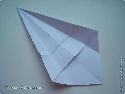 Эту модель я придумала сама специально для наших занятий с детьми накануне Светлого праздника. Несмотря на, возможно, кажущуюся сложность, вся работа состоит из очень известных и простых элементов. Для работы потребуется: - для фигурки ангела  три белых листа обычной офисной бумаги формата А4(из них будем делать квадраты); -  для модели дома два квадрата 20х20 коричневой хозяйственной или пергаментной бумаги.  Знаю, что такую, часто используют на почте. Я ее покупала в строительном супермаркете; - для «звезды Давида» два квадрата 10х10 золотистой бумаги для упаковки подарков и деревянная шпажка, окрашенная в белый цвет. Можно попробовать сделать звезду объемнее. МК здесь: http://stranamasterov.ru/node/4876; - стеклянный прозрачный, довольно закрытый подсвечник (может подойти небольшой стакан) и свеча.    фото 20