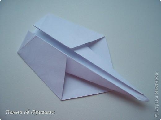 Эту модель я придумала сама специально для наших занятий с детьми накануне Светлого праздника. Несмотря на, возможно, кажущуюся сложность, вся работа состоит из очень известных и простых элементов. Для работы потребуется: - для фигурки ангела  три белых листа обычной офисной бумаги формата А4(из них будем делать квадраты); -  для модели дома два квадрата 20х20 коричневой хозяйственной или пергаментной бумаги.  Знаю, что такую, часто используют на почте. Я ее покупала в строительном супермаркете; - для «звезды Давида» два квадрата 10х10 золотистой бумаги для упаковки подарков и деревянная шпажка, окрашенная в белый цвет. Можно попробовать сделать звезду объемнее. МК здесь: http://stranamasterov.ru/node/4876; - стеклянный прозрачный, довольно закрытый подсвечник (может подойти небольшой стакан) и свеча.    фото 22