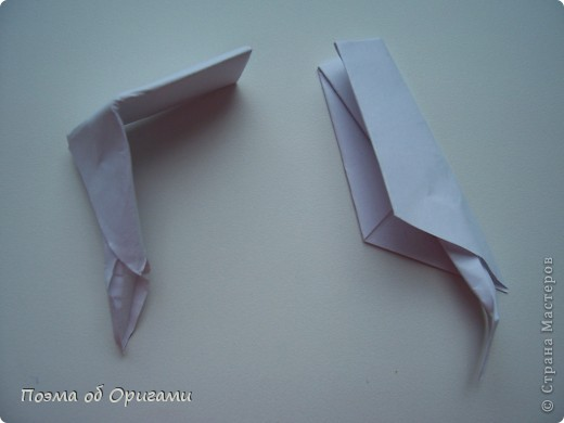 Эту модель я придумала сама специально для наших занятий с детьми накануне Светлого праздника. Несмотря на, возможно, кажущуюся сложность, вся работа состоит из очень известных и простых элементов. Для работы потребуется: - для фигурки ангела  три белых листа обычной офисной бумаги формата А4(из них будем делать квадраты); -  для модели дома два квадрата 20х20 коричневой хозяйственной или пергаментной бумаги.  Знаю, что такую, часто используют на почте. Я ее покупала в строительном супермаркете; - для «звезды Давида» два квадрата 10х10 золотистой бумаги для упаковки подарков и деревянная шпажка, окрашенная в белый цвет. Можно попробовать сделать звезду объемнее. МК здесь: http://stranamasterov.ru/node/4876; - стеклянный прозрачный, довольно закрытый подсвечник (может подойти небольшой стакан) и свеча.    фото 25