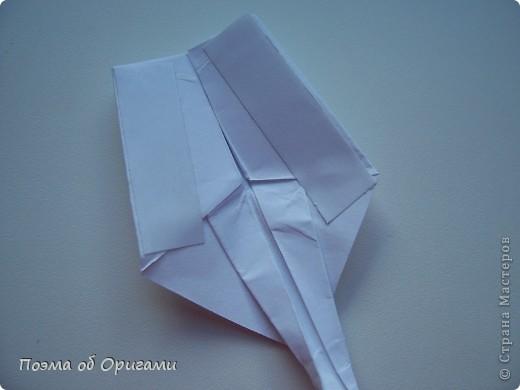 Эту модель я придумала сама специально для наших занятий с детьми накануне Светлого праздника. Несмотря на, возможно, кажущуюся сложность, вся работа состоит из очень известных и простых элементов. Для работы потребуется: - для фигурки ангела  три белых листа обычной офисной бумаги формата А4(из них будем делать квадраты); -  для модели дома два квадрата 20х20 коричневой хозяйственной или пергаментной бумаги.  Знаю, что такую, часто используют на почте. Я ее покупала в строительном супермаркете; - для «звезды Давида» два квадрата 10х10 золотистой бумаги для упаковки подарков и деревянная шпажка, окрашенная в белый цвет. Можно попробовать сделать звезду объемнее. МК здесь: http://stranamasterov.ru/node/4876; - стеклянный прозрачный, довольно закрытый подсвечник (может подойти небольшой стакан) и свеча.    фото 26