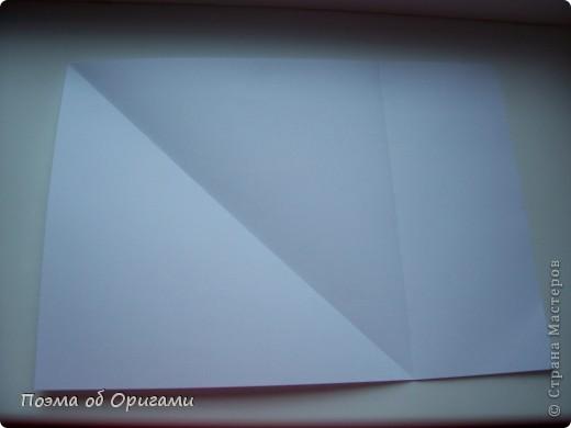 Эту модель я придумала сама специально для наших занятий с детьми накануне Светлого праздника. Несмотря на, возможно, кажущуюся сложность, вся работа состоит из очень известных и простых элементов. Для работы потребуется: - для фигурки ангела  три белых листа обычной офисной бумаги формата А4(из них будем делать квадраты); -  для модели дома два квадрата 20х20 коричневой хозяйственной или пергаментной бумаги.  Знаю, что такую, часто используют на почте. Я ее покупала в строительном супермаркете; - для «звезды Давида» два квадрата 10х10 золотистой бумаги для упаковки подарков и деревянная шпажка, окрашенная в белый цвет. Можно попробовать сделать звезду объемнее. МК здесь: http://stranamasterov.ru/node/4876; - стеклянный прозрачный, довольно закрытый подсвечник (может подойти небольшой стакан) и свеча.    фото 2