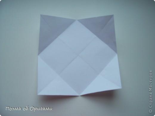 Эту модель я придумала сама специально для наших занятий с детьми накануне Светлого праздника. Несмотря на, возможно, кажущуюся сложность, вся работа состоит из очень известных и простых элементов. Для работы потребуется: - для фигурки ангела  три белых листа обычной офисной бумаги формата А4(из них будем делать квадраты); -  для модели дома два квадрата 20х20 коричневой хозяйственной или пергаментной бумаги.  Знаю, что такую, часто используют на почте. Я ее покупала в строительном супермаркете; - для «звезды Давида» два квадрата 10х10 золотистой бумаги для упаковки подарков и деревянная шпажка, окрашенная в белый цвет. Можно попробовать сделать звезду объемнее. МК здесь: http://stranamasterov.ru/node/4876; - стеклянный прозрачный, довольно закрытый подсвечник (может подойти небольшой стакан) и свеча.    фото 40