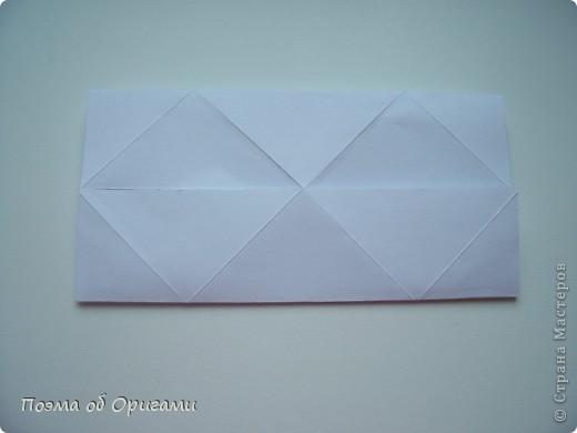 Эту модель я придумала сама специально для наших занятий с детьми накануне Светлого праздника. Несмотря на, возможно, кажущуюся сложность, вся работа состоит из очень известных и простых элементов. Для работы потребуется: - для фигурки ангела  три белых листа обычной офисной бумаги формата А4(из них будем делать квадраты); -  для модели дома два квадрата 20х20 коричневой хозяйственной или пергаментной бумаги.  Знаю, что такую, часто используют на почте. Я ее покупала в строительном супермаркете; - для «звезды Давида» два квадрата 10х10 золотистой бумаги для упаковки подарков и деревянная шпажка, окрашенная в белый цвет. Можно попробовать сделать звезду объемнее. МК здесь: http://stranamasterov.ru/node/4876; - стеклянный прозрачный, довольно закрытый подсвечник (может подойти небольшой стакан) и свеча.    фото 41