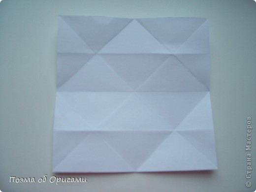Эту модель я придумала сама специально для наших занятий с детьми накануне Светлого праздника. Несмотря на, возможно, кажущуюся сложность, вся работа состоит из очень известных и простых элементов. Для работы потребуется: - для фигурки ангела  три белых листа обычной офисной бумаги формата А4(из них будем делать квадраты); -  для модели дома два квадрата 20х20 коричневой хозяйственной или пергаментной бумаги.  Знаю, что такую, часто используют на почте. Я ее покупала в строительном супермаркете; - для «звезды Давида» два квадрата 10х10 золотистой бумаги для упаковки подарков и деревянная шпажка, окрашенная в белый цвет. Можно попробовать сделать звезду объемнее. МК здесь: http://stranamasterov.ru/node/4876; - стеклянный прозрачный, довольно закрытый подсвечник (может подойти небольшой стакан) и свеча.    фото 42