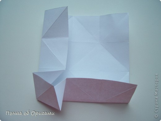 Эту модель я придумала сама специально для наших занятий с детьми накануне Светлого праздника. Несмотря на, возможно, кажущуюся сложность, вся работа состоит из очень известных и простых элементов. Для работы потребуется: - для фигурки ангела  три белых листа обычной офисной бумаги формата А4(из них будем делать квадраты); -  для модели дома два квадрата 20х20 коричневой хозяйственной или пергаментной бумаги.  Знаю, что такую, часто используют на почте. Я ее покупала в строительном супермаркете; - для «звезды Давида» два квадрата 10х10 золотистой бумаги для упаковки подарков и деревянная шпажка, окрашенная в белый цвет. Можно попробовать сделать звезду объемнее. МК здесь: http://stranamasterov.ru/node/4876; - стеклянный прозрачный, довольно закрытый подсвечник (может подойти небольшой стакан) и свеча.    фото 46
