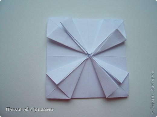 Эту модель я придумала сама специально для наших занятий с детьми накануне Светлого праздника. Несмотря на, возможно, кажущуюся сложность, вся работа состоит из очень известных и простых элементов. Для работы потребуется: - для фигурки ангела  три белых листа обычной офисной бумаги формата А4(из них будем делать квадраты); -  для модели дома два квадрата 20х20 коричневой хозяйственной или пергаментной бумаги.  Знаю, что такую, часто используют на почте. Я ее покупала в строительном супермаркете; - для «звезды Давида» два квадрата 10х10 золотистой бумаги для упаковки подарков и деревянная шпажка, окрашенная в белый цвет. Можно попробовать сделать звезду объемнее. МК здесь: http://stranamasterov.ru/node/4876; - стеклянный прозрачный, довольно закрытый подсвечник (может подойти небольшой стакан) и свеча.    фото 49