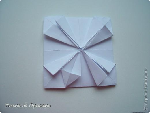 Эту модель я придумала сама специально для наших занятий с детьми накануне Светлого праздника. Несмотря на, возможно, кажущуюся сложность, вся работа состоит из очень известных и простых элементов. Для работы потребуется: - для фигурки ангела  три белых листа обычной офисной бумаги формата А4(из них будем делать квадраты); -  для модели дома два квадрата 20х20 коричневой хозяйственной или пергаментной бумаги.  Знаю, что такую, часто используют на почте. Я ее покупала в строительном супермаркете; - для «звезды Давида» два квадрата 10х10 золотистой бумаги для упаковки подарков и деревянная шпажка, окрашенная в белый цвет. Можно попробовать сделать звезду объемнее. МК здесь: http://stranamasterov.ru/node/4876; - стеклянный прозрачный, довольно закрытый подсвечник (может подойти небольшой стакан) и свеча.    фото 50