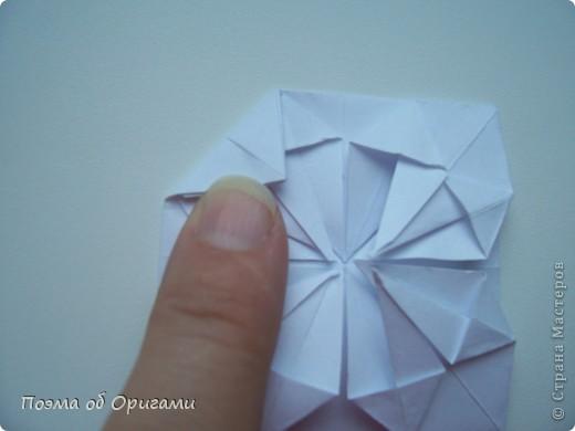Эту модель я придумала сама специально для наших занятий с детьми накануне Светлого праздника. Несмотря на, возможно, кажущуюся сложность, вся работа состоит из очень известных и простых элементов. Для работы потребуется: - для фигурки ангела  три белых листа обычной офисной бумаги формата А4(из них будем делать квадраты); -  для модели дома два квадрата 20х20 коричневой хозяйственной или пергаментной бумаги.  Знаю, что такую, часто используют на почте. Я ее покупала в строительном супермаркете; - для «звезды Давида» два квадрата 10х10 золотистой бумаги для упаковки подарков и деревянная шпажка, окрашенная в белый цвет. Можно попробовать сделать звезду объемнее. МК здесь: http://stranamasterov.ru/node/4876; - стеклянный прозрачный, довольно закрытый подсвечник (может подойти небольшой стакан) и свеча.    фото 51