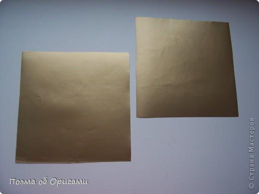 Эту модель я придумала сама специально для наших занятий с детьми накануне Светлого праздника. Несмотря на, возможно, кажущуюся сложность, вся работа состоит из очень известных и простых элементов. Для работы потребуется: - для фигурки ангела  три белых листа обычной офисной бумаги формата А4(из них будем делать квадраты); -  для модели дома два квадрата 20х20 коричневой хозяйственной или пергаментной бумаги.  Знаю, что такую, часто используют на почте. Я ее покупала в строительном супермаркете; - для «звезды Давида» два квадрата 10х10 золотистой бумаги для упаковки подарков и деревянная шпажка, окрашенная в белый цвет. Можно попробовать сделать звезду объемнее. МК здесь: http://stranamasterov.ru/node/4876; - стеклянный прозрачный, довольно закрытый подсвечник (может подойти небольшой стакан) и свеча.    фото 56
