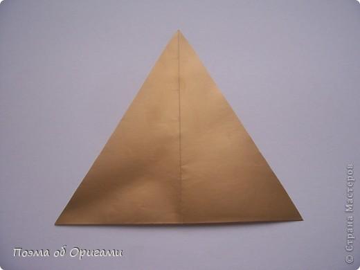 Эту модель я придумала сама специально для наших занятий с детьми накануне Светлого праздника. Несмотря на, возможно, кажущуюся сложность, вся работа состоит из очень известных и простых элементов. Для работы потребуется: - для фигурки ангела  три белых листа обычной офисной бумаги формата А4(из них будем делать квадраты); -  для модели дома два квадрата 20х20 коричневой хозяйственной или пергаментной бумаги.  Знаю, что такую, часто используют на почте. Я ее покупала в строительном супермаркете; - для «звезды Давида» два квадрата 10х10 золотистой бумаги для упаковки подарков и деревянная шпажка, окрашенная в белый цвет. Можно попробовать сделать звезду объемнее. МК здесь: http://stranamasterov.ru/node/4876; - стеклянный прозрачный, довольно закрытый подсвечник (может подойти небольшой стакан) и свеча.    фото 57