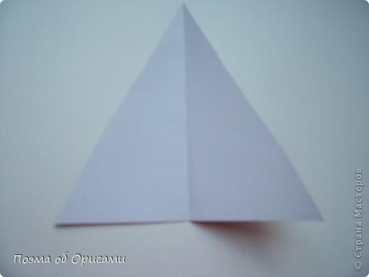 Эту модель я придумала сама специально для наших занятий с детьми накануне Светлого праздника. Несмотря на, возможно, кажущуюся сложность, вся работа состоит из очень известных и простых элементов. Для работы потребуется: - для фигурки ангела  три белых листа обычной офисной бумаги формата А4(из них будем делать квадраты); -  для модели дома два квадрата 20х20 коричневой хозяйственной или пергаментной бумаги.  Знаю, что такую, часто используют на почте. Я ее покупала в строительном супермаркете; - для «звезды Давида» два квадрата 10х10 золотистой бумаги для упаковки подарков и деревянная шпажка, окрашенная в белый цвет. Можно попробовать сделать звезду объемнее. МК здесь: http://stranamasterov.ru/node/4876; - стеклянный прозрачный, довольно закрытый подсвечник (может подойти небольшой стакан) и свеча.    фото 58