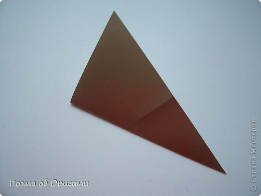 Эту модель я придумала сама специально для наших занятий с детьми накануне Светлого праздника. Несмотря на, возможно, кажущуюся сложность, вся работа состоит из очень известных и простых элементов. Для работы потребуется: - для фигурки ангела  три белых листа обычной офисной бумаги формата А4(из них будем делать квадраты); -  для модели дома два квадрата 20х20 коричневой хозяйственной или пергаментной бумаги.  Знаю, что такую, часто используют на почте. Я ее покупала в строительном супермаркете; - для «звезды Давида» два квадрата 10х10 золотистой бумаги для упаковки подарков и деревянная шпажка, окрашенная в белый цвет. Можно попробовать сделать звезду объемнее. МК здесь: http://stranamasterov.ru/node/4876; - стеклянный прозрачный, довольно закрытый подсвечник (может подойти небольшой стакан) и свеча.    фото 59
