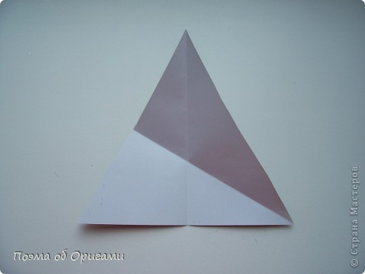 Эту модель я придумала сама специально для наших занятий с детьми накануне Светлого праздника. Несмотря на, возможно, кажущуюся сложность, вся работа состоит из очень известных и простых элементов. Для работы потребуется: - для фигурки ангела  три белых листа обычной офисной бумаги формата А4(из них будем делать квадраты); -  для модели дома два квадрата 20х20 коричневой хозяйственной или пергаментной бумаги.  Знаю, что такую, часто используют на почте. Я ее покупала в строительном супермаркете; - для «звезды Давида» два квадрата 10х10 золотистой бумаги для упаковки подарков и деревянная шпажка, окрашенная в белый цвет. Можно попробовать сделать звезду объемнее. МК здесь: http://stranamasterov.ru/node/4876; - стеклянный прозрачный, довольно закрытый подсвечник (может подойти небольшой стакан) и свеча.    фото 60
