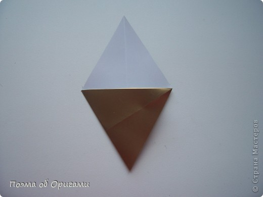 Эту модель я придумала сама специально для наших занятий с детьми накануне Светлого праздника. Несмотря на, возможно, кажущуюся сложность, вся работа состоит из очень известных и простых элементов. Для работы потребуется: - для фигурки ангела  три белых листа обычной офисной бумаги формата А4(из них будем делать квадраты); -  для модели дома два квадрата 20х20 коричневой хозяйственной или пергаментной бумаги.  Знаю, что такую, часто используют на почте. Я ее покупала в строительном супермаркете; - для «звезды Давида» два квадрата 10х10 золотистой бумаги для упаковки подарков и деревянная шпажка, окрашенная в белый цвет. Можно попробовать сделать звезду объемнее. МК здесь: http://stranamasterov.ru/node/4876; - стеклянный прозрачный, довольно закрытый подсвечник (может подойти небольшой стакан) и свеча.    фото 63