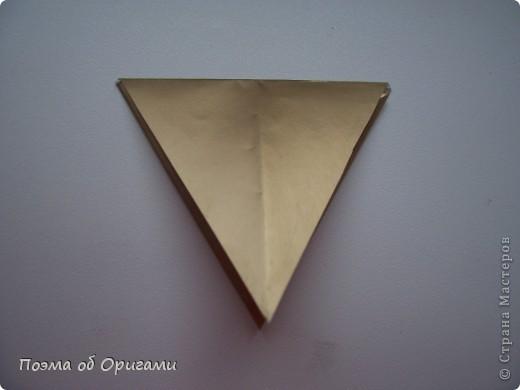 Эту модель я придумала сама специально для наших занятий с детьми накануне Светлого праздника. Несмотря на, возможно, кажущуюся сложность, вся работа состоит из очень известных и простых элементов. Для работы потребуется: - для фигурки ангела  три белых листа обычной офисной бумаги формата А4(из них будем делать квадраты); -  для модели дома два квадрата 20х20 коричневой хозяйственной или пергаментной бумаги.  Знаю, что такую, часто используют на почте. Я ее покупала в строительном супермаркете; - для «звезды Давида» два квадрата 10х10 золотистой бумаги для упаковки подарков и деревянная шпажка, окрашенная в белый цвет. Можно попробовать сделать звезду объемнее. МК здесь: http://stranamasterov.ru/node/4876; - стеклянный прозрачный, довольно закрытый подсвечник (может подойти небольшой стакан) и свеча.    фото 64