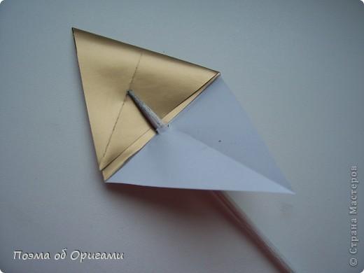 Эту модель я придумала сама специально для наших занятий с детьми накануне Светлого праздника. Несмотря на, возможно, кажущуюся сложность, вся работа состоит из очень известных и простых элементов. Для работы потребуется: - для фигурки ангела  три белых листа обычной офисной бумаги формата А4(из них будем делать квадраты); -  для модели дома два квадрата 20х20 коричневой хозяйственной или пергаментной бумаги.  Знаю, что такую, часто используют на почте. Я ее покупала в строительном супермаркете; - для «звезды Давида» два квадрата 10х10 золотистой бумаги для упаковки подарков и деревянная шпажка, окрашенная в белый цвет. Можно попробовать сделать звезду объемнее. МК здесь: http://stranamasterov.ru/node/4876; - стеклянный прозрачный, довольно закрытый подсвечник (может подойти небольшой стакан) и свеча.    фото 66