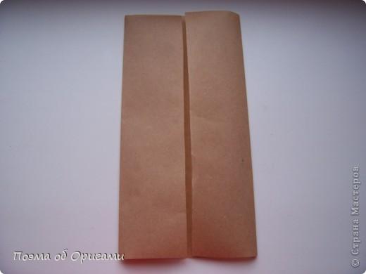 Эту модель я придумала сама специально для наших занятий с детьми накануне Светлого праздника. Несмотря на, возможно, кажущуюся сложность, вся работа состоит из очень известных и простых элементов. Для работы потребуется: - для фигурки ангела  три белых листа обычной офисной бумаги формата А4(из них будем делать квадраты); -  для модели дома два квадрата 20х20 коричневой хозяйственной или пергаментной бумаги.  Знаю, что такую, часто используют на почте. Я ее покупала в строительном супермаркете; - для «звезды Давида» два квадрата 10х10 золотистой бумаги для упаковки подарков и деревянная шпажка, окрашенная в белый цвет. Можно попробовать сделать звезду объемнее. МК здесь: http://stranamasterov.ru/node/4876; - стеклянный прозрачный, довольно закрытый подсвечник (может подойти небольшой стакан) и свеча.    фото 69