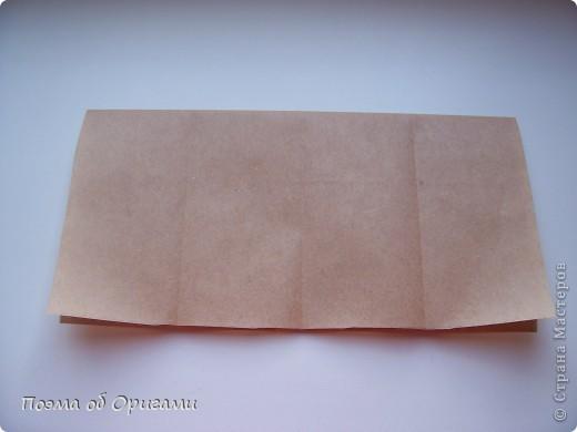 Эту модель я придумала сама специально для наших занятий с детьми накануне Светлого праздника. Несмотря на, возможно, кажущуюся сложность, вся работа состоит из очень известных и простых элементов. Для работы потребуется: - для фигурки ангела  три белых листа обычной офисной бумаги формата А4(из них будем делать квадраты); -  для модели дома два квадрата 20х20 коричневой хозяйственной или пергаментной бумаги.  Знаю, что такую, часто используют на почте. Я ее покупала в строительном супермаркете; - для «звезды Давида» два квадрата 10х10 золотистой бумаги для упаковки подарков и деревянная шпажка, окрашенная в белый цвет. Можно попробовать сделать звезду объемнее. МК здесь: http://stranamasterov.ru/node/4876; - стеклянный прозрачный, довольно закрытый подсвечник (может подойти небольшой стакан) и свеча.    фото 71