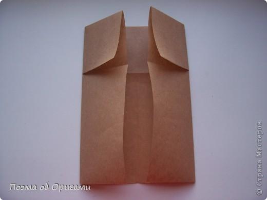 Эту модель я придумала сама специально для наших занятий с детьми накануне Светлого праздника. Несмотря на, возможно, кажущуюся сложность, вся работа состоит из очень известных и простых элементов. Для работы потребуется: - для фигурки ангела  три белых листа обычной офисной бумаги формата А4(из них будем делать квадраты); -  для модели дома два квадрата 20х20 коричневой хозяйственной или пергаментной бумаги.  Знаю, что такую, часто используют на почте. Я ее покупала в строительном супермаркете; - для «звезды Давида» два квадрата 10х10 золотистой бумаги для упаковки подарков и деревянная шпажка, окрашенная в белый цвет. Можно попробовать сделать звезду объемнее. МК здесь: http://stranamasterov.ru/node/4876; - стеклянный прозрачный, довольно закрытый подсвечник (может подойти небольшой стакан) и свеча.    фото 73