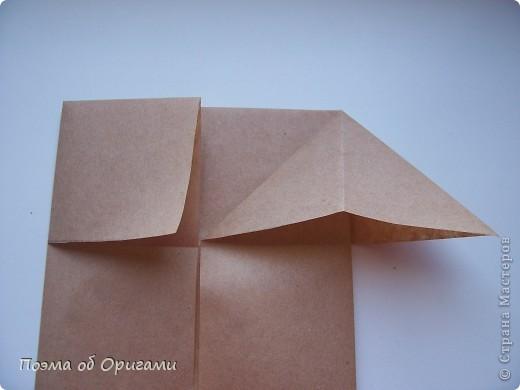 Эту модель я придумала сама специально для наших занятий с детьми накануне Светлого праздника. Несмотря на, возможно, кажущуюся сложность, вся работа состоит из очень известных и простых элементов. Для работы потребуется: - для фигурки ангела  три белых листа обычной офисной бумаги формата А4(из них будем делать квадраты); -  для модели дома два квадрата 20х20 коричневой хозяйственной или пергаментной бумаги.  Знаю, что такую, часто используют на почте. Я ее покупала в строительном супермаркете; - для «звезды Давида» два квадрата 10х10 золотистой бумаги для упаковки подарков и деревянная шпажка, окрашенная в белый цвет. Можно попробовать сделать звезду объемнее. МК здесь: http://stranamasterov.ru/node/4876; - стеклянный прозрачный, довольно закрытый подсвечник (может подойти небольшой стакан) и свеча.    фото 74